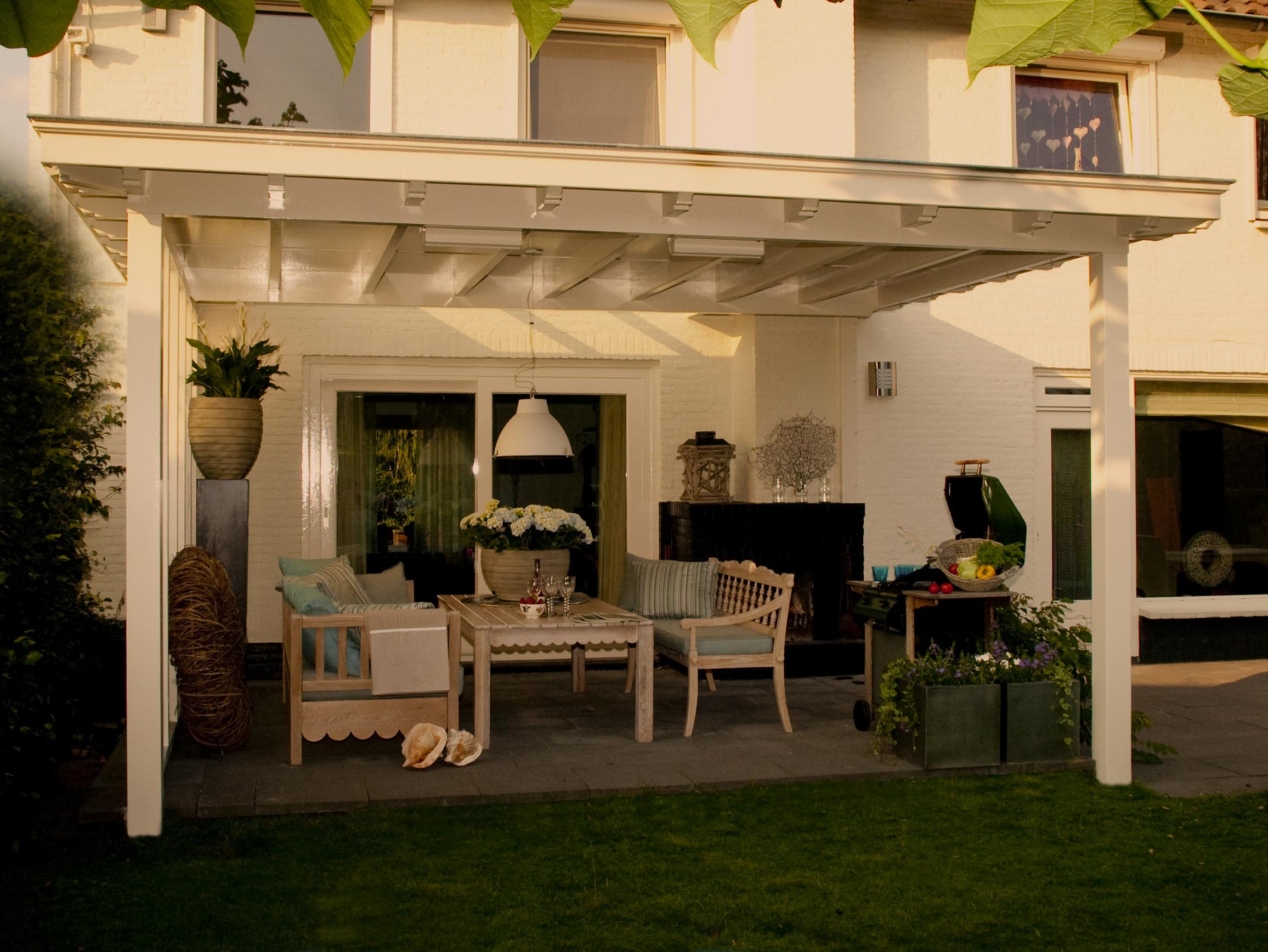 Houten veranda met lichtstraat verandaservice regelt het for Houten veranda