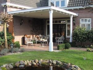 Houten veranda, veranda hout, Terrasoverkapping van hout, klassieke houten veranda