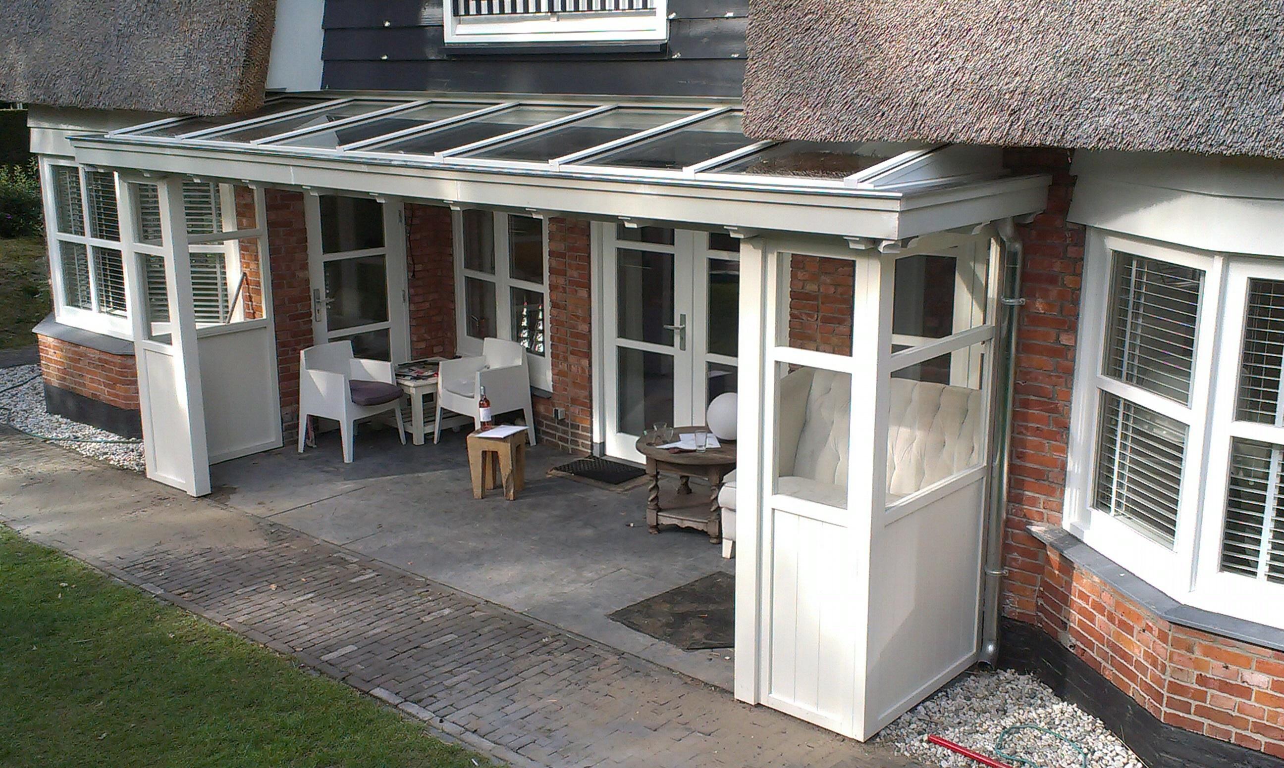 Klassieke houten veranda sfeer door de chte vakman verandaservice - Terras van huis ...