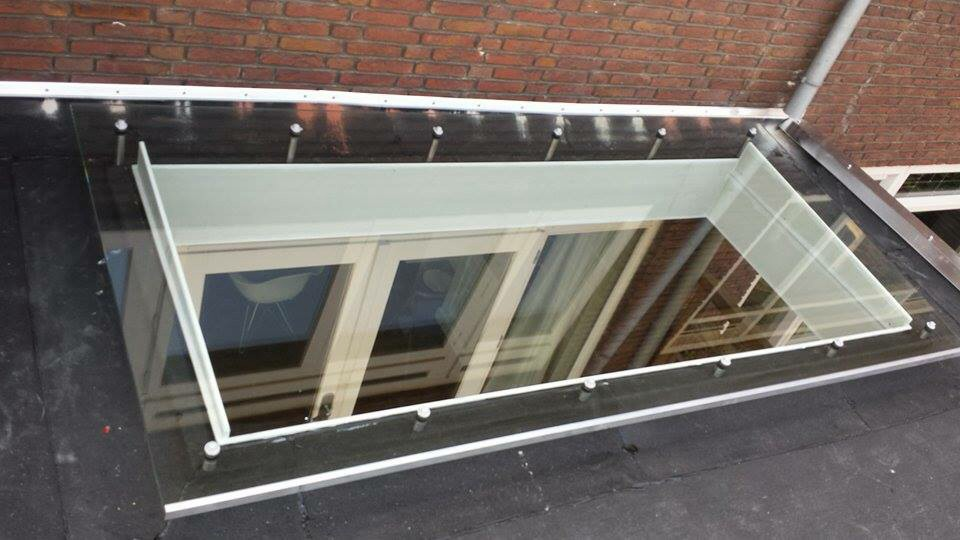 Verwonderend Houten veranda met lichtstraat. Verandaservice regelt het NR-31