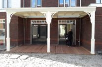 De veranda vakman creëert een unieke veranda