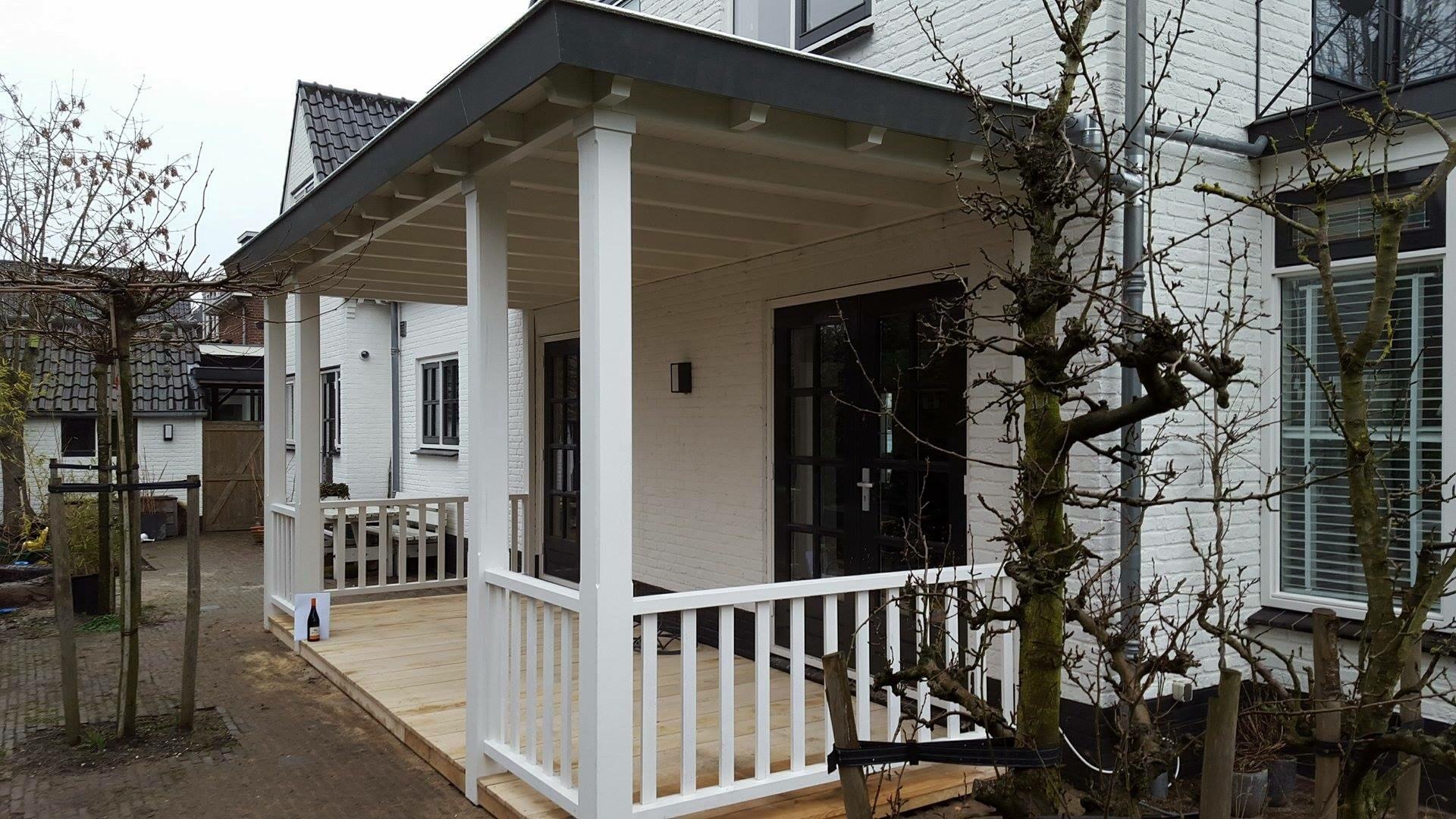 Veranda met houten vlonder