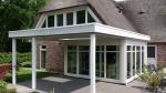 Veranda huis rieten dak